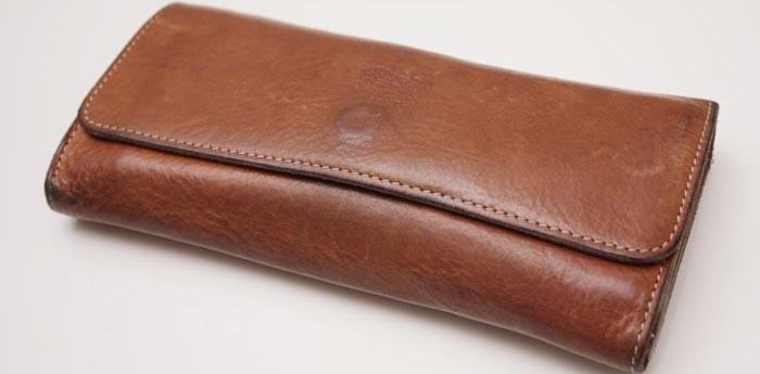 イルビゾンテのベージュ(ヌメ)色は1年でこうなる!!3つ折り長財布¥33600