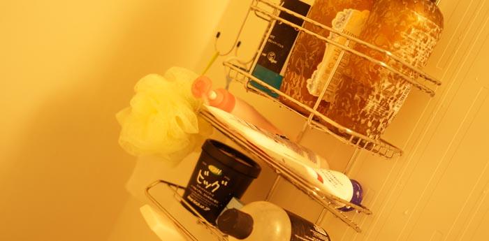 一人暮らし改善計画。狭いお風呂に便利なシャワーラックを購入しました。