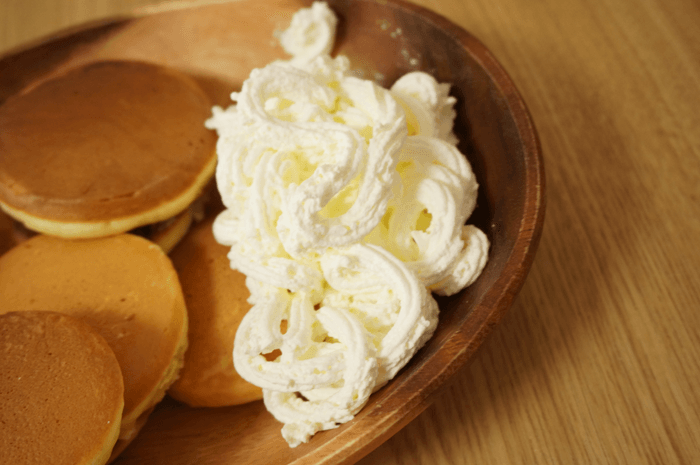 パンケーキ屋さんで食べる優しいフワッとした食感のホイップクリームが美味しい!