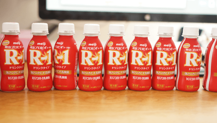 R-1飲むヨーグルトを1ヶ月以上飲んでたけど、飲むの止めた。