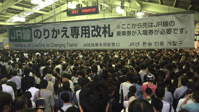 """""""東京での生活"""" この混雑に耐えれる精神力。"""