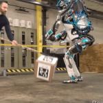 人間より忠実に物を運ぶロボットの動画が凄いですよ。
