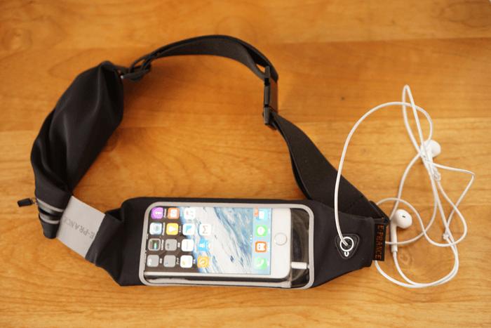ランニング用のiphoneが入るウェストバッグを買いました。