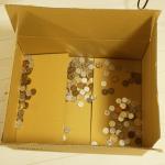 ダンボールを小銭貯金箱にしてみる。
