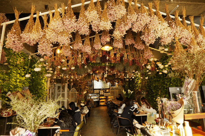 韓国旅行1日目 フラワーカフェ「ARRIATE」に南大門市場の偽物を見てきた。