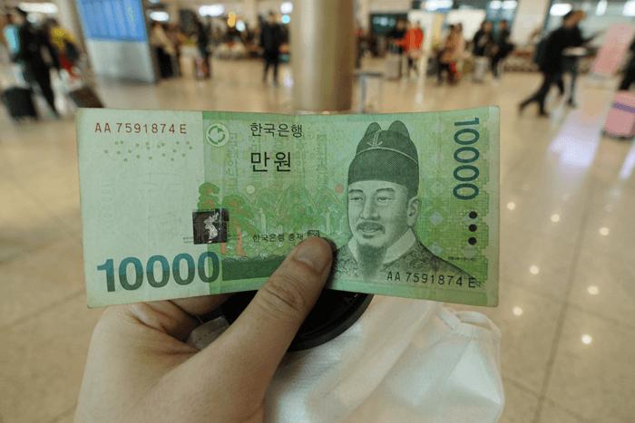 一 万 ウォン は 日本 円 で いくら 1ウォンって日本円でいくらですか?教えてください!!
