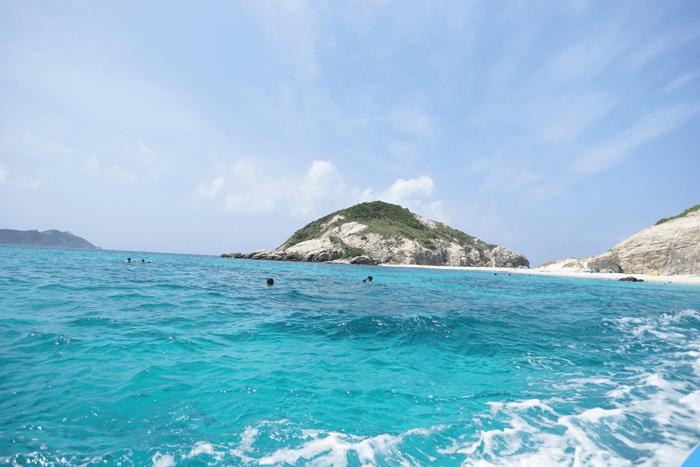 """沖縄の渡嘉敷島でシュノーケルをするならお魚が沢山いる""""離島""""へいくべきです!"""