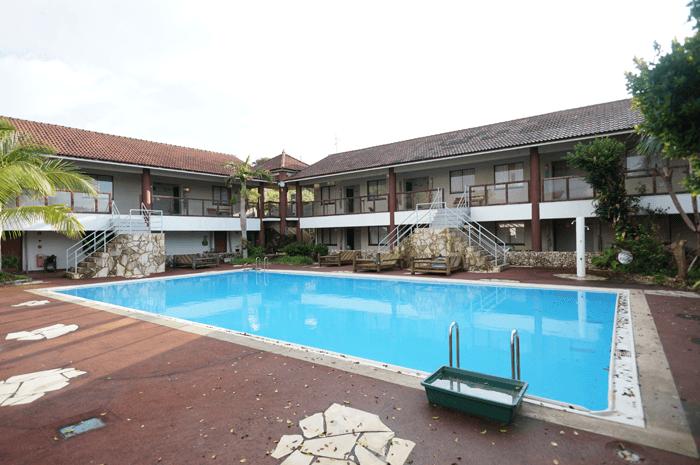 奄美大島でアメリカのモーテルみたいなホテル「奄美リゾート ばしゃ山村」泊まってきました。南国感を味わえてよかったですよ。