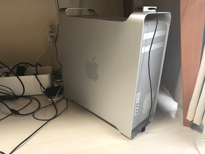 macの画面が一瞬暗くなる問題が発生するも、いつの間にか直る。